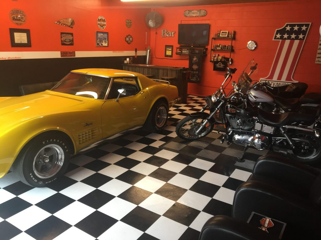 Man cave ideas-back and white garage floor